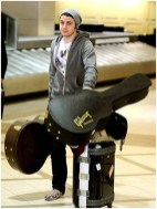 Kris Allen carrying his guitars and the Victorinox Mobilizer NXT Hardside Trunk
