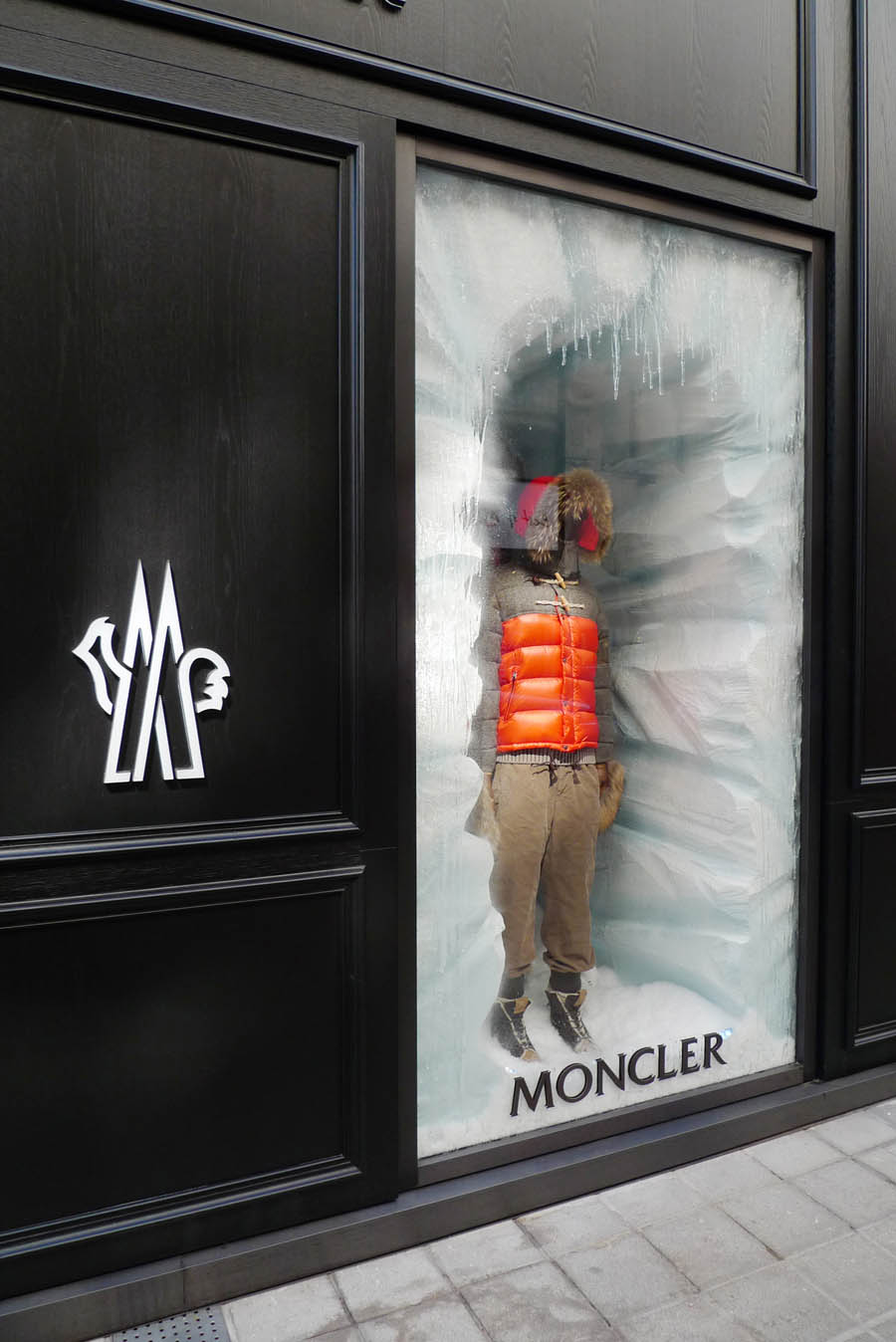 Moncler opens new boutique in vienna fashionwindows network for New window ideas
