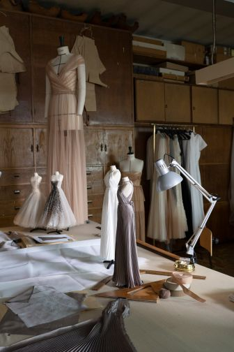 DIOR-HAUTE-COUTURE-AUTUMN-WINTER-2021-c-LESLIE-MOQUIN-MAKING-OF-9(1)