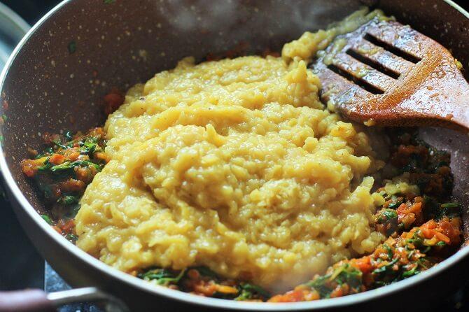 adding boiled dal to methi masala