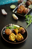 Batata Vada Recipe-Batata vada is a very popular snack. Crisp potato filling coated with gram flour batter, these are enjoyed by kids and adults alike.