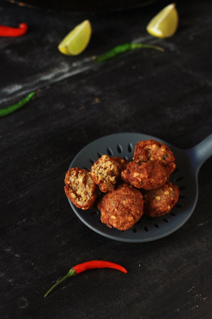Kache keema ke kabab recipe- The kache keeme ke kabab are nothing but a kind of kabab made with minced mutton and mixed together with few warm aromatic spices and are deep fried to perfection #meatballs #keemakabab #indianrecipe #halalrecipe #kababrecipe