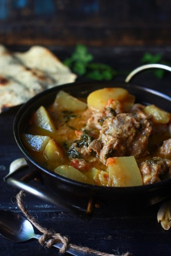 Aloo Gosht recipe - Aloo Gosht ka salan. Lamb meat cooked along with diced potato in aromatic spices and tomato based gravy.
