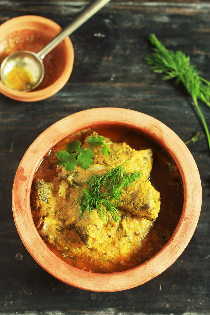 Bengali Fish Curry recipe or otherwise known as Macher Jhol recipe is an amazingly delicious fish curry made in a onion based gravy.