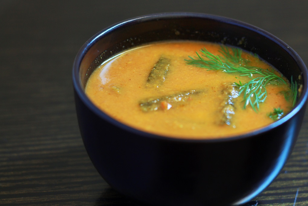 Bhindi ka Salan recipe, Learn how to make Bhindi Curry easily in this post. A simple and tasty gravy ladies finger curry that will be a perfect accompaniment for your plain rice. Delicious and easy, this gravy will soon become one of your favorite.