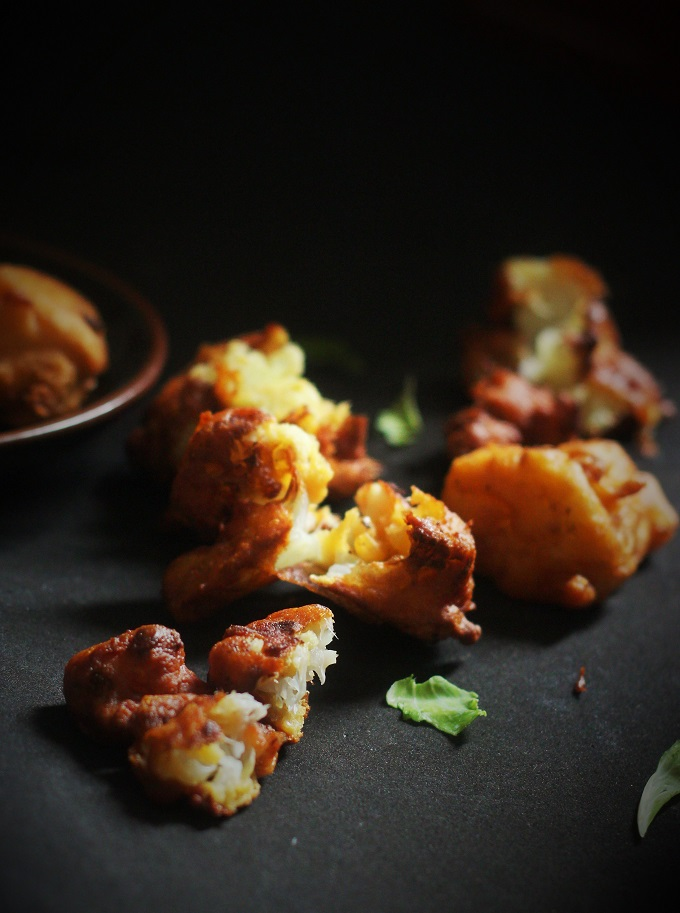 Gobi Pakora recipe, cauliflower pakoda recipe. A delicious bhajiya recipe made with yummy cauliflower florets in a gram flour batter. It's nothing but the Indian fritters made with the gobi and coated with besan batter and fried to perfection.