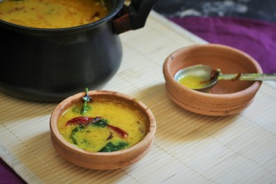Gujarati dal recipe, how to make gujarati dal. A simple and easy preparation of dal from the gujarati cuisine, a little sour and little sweet, this will be a perfect accompaniment for either your rice or roti.