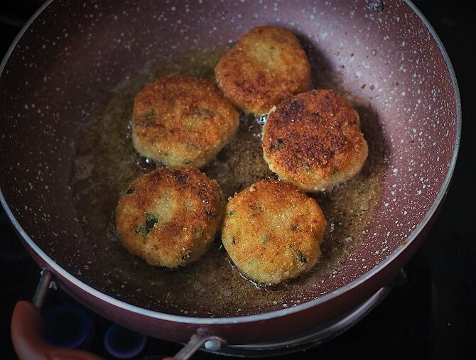 aloo ki tikki getting cooked