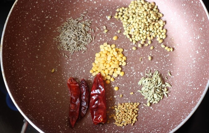 spices for the chettinad onion kulambu in a pan