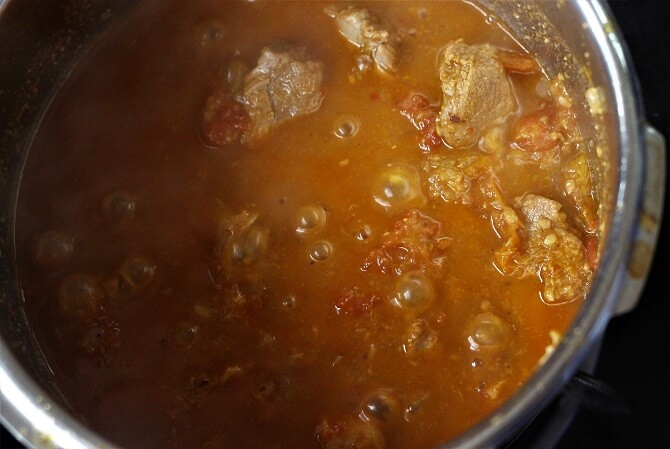tamatar gosht recipe being cooked