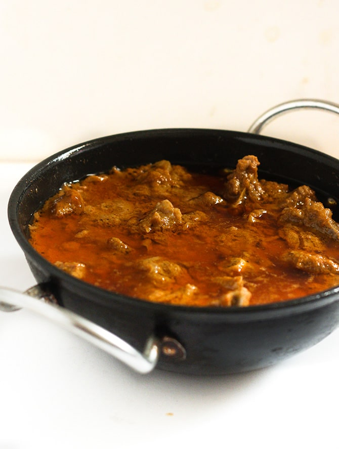 Tamatar Gosht Recipe served in a kadai