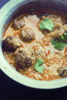 Shahi Kofta Korma recipe is a delicious meatball curry. Made with the boneless mutton and chana dal, this korma will surely become your favorite.