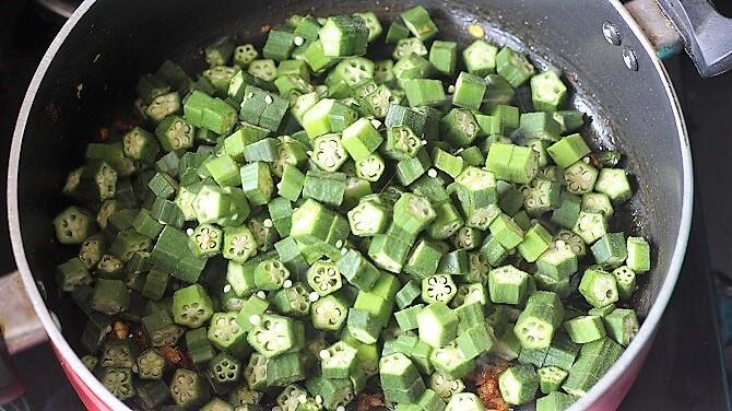 vendakkai added to the masala in a black pan