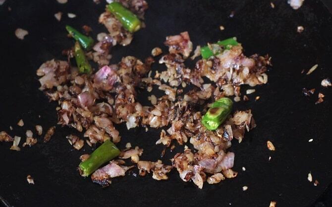 browning onion on a tawa