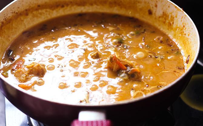 hyderabadi tomato gosht in a white pan