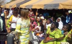 les-femmes-de-sig-nonghin-accueillent-leur-nouveau-maire
