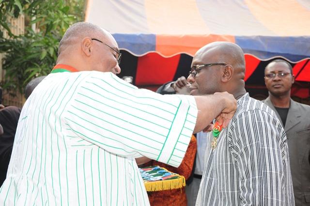 Le ministre Rémis Fulgence Dandjinou a été élevé au grade d'officier de l'Ordre national