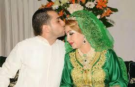 Au Maroc jour de mariage les baisers se font sur le front ou sur la paume de la main. Pas sur les lèvres.