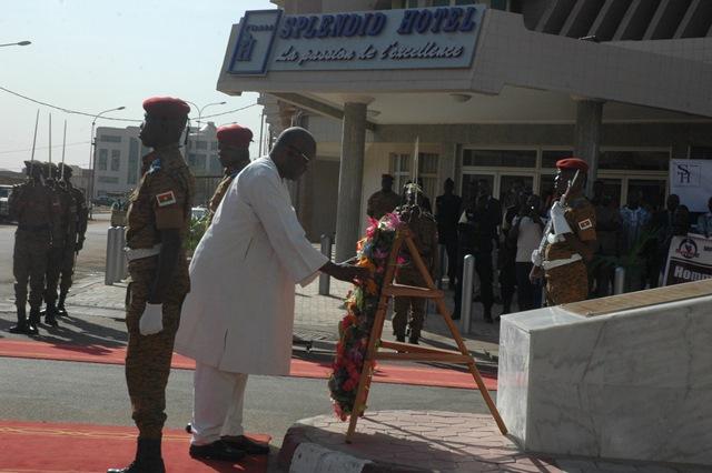 Le président du Faso, Roch Marc Christian Kaboré a déposé une gerbe de fleurs sur la stèle érigée en la mémoire des victimes