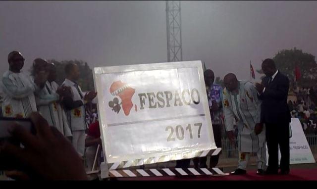 Le clap de lancement de la 25e édition du Festival panafricain du cinéma et de la télévision de Ouagadougou (FESPACO) par le président du Faso, Roch Marc Christian Kabore