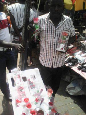 Mr Bamogo Yakouba commerçant au grand marché Rood-wooko et vendeur de gadgets de la saint valentin