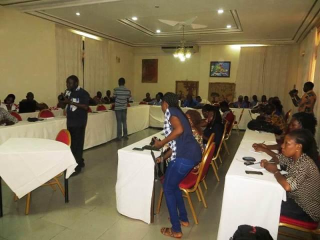 Le comité d'organisation et les hommes de médias au cour de la conférence de presse sur le lancement du VITHRO