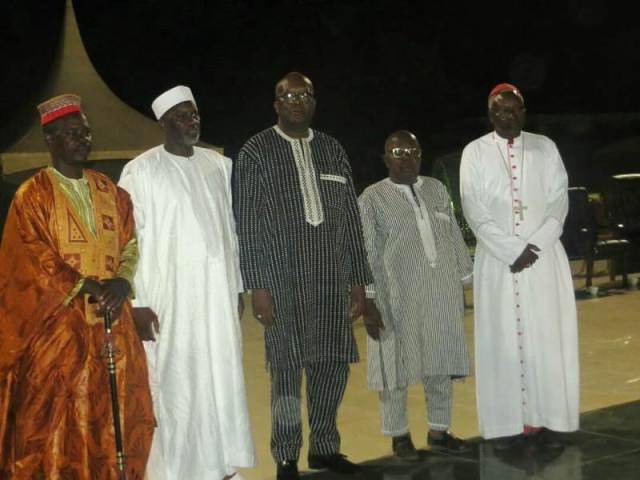 Le défilé de l'Etat accompagné des différents représentants des confessions religieuses