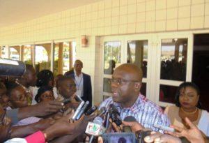Le Ministre de la Communication Remy Fulgence Dandjinou, s'est prête aux questions des journalistes.