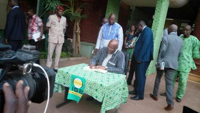 SEM Roch Marc Christian Kaboré a signé dans le livre d'or