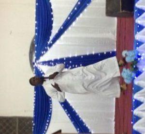 l'Abbé Clément Taonsa, aumônier des lycées et collèges de l'archidiocèse de Ouagadougou et vicaire à la paroisse universitaire Saint Albert le Grand de la Rotonde.