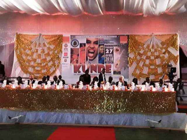 La table d'honneur a cette soirée des KUNDE 2018 avec a son bord Mme Sika Kaboré épouse de SEM Roch Marc Christian Kaboré et d'autres invités de marque.