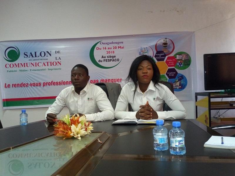 Le présidium du point de presse.  Mme Sylvie Victoire Ouédraogo la promotrice.