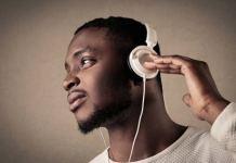 Le- port- prolongé –des- écouteurs- Une- attitude –dangereuse- pour- votre- audition