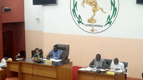 Assemblée-nationale-trois-questions-orales-ont-été-à-l-ordre-des-échanges