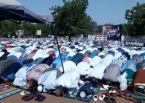 Aïd -el- fitr- la –communauté- musulmane- de- fada- prie- pour- la- paix