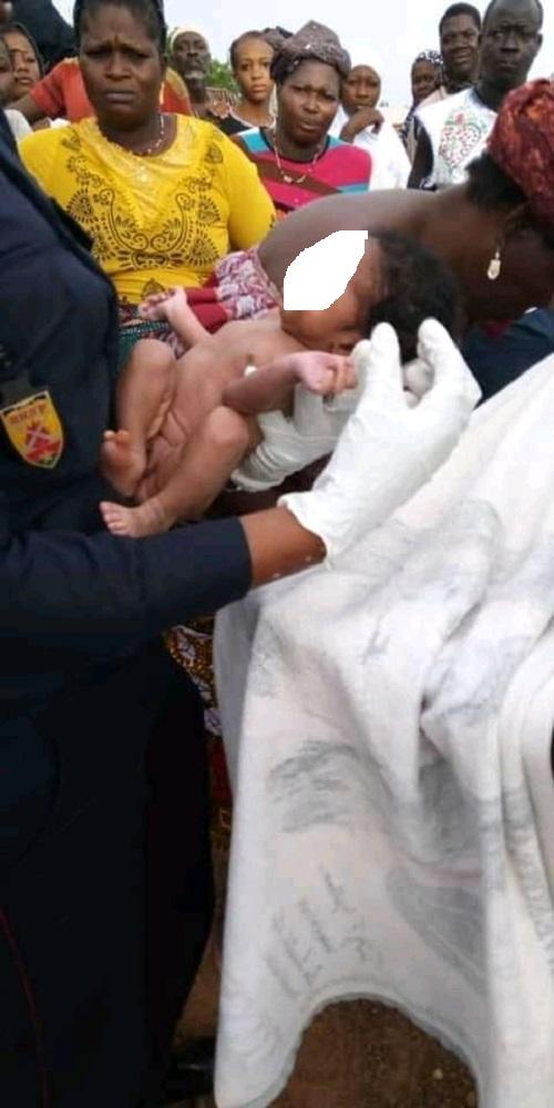 Kaya- un –bébé- sauvé- par- les- ''soldats- du- feu''