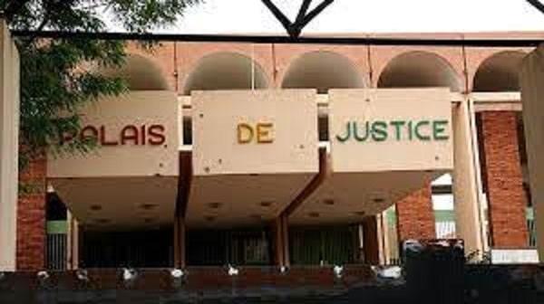 Justice-elle-escroque-son-ex-et-écope-24-mois-de-prison