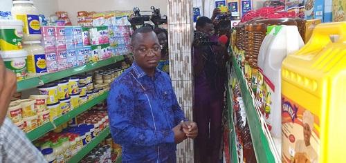 Prix -et- qualité –des- marchandises -Harouna –Kaboré- sur- le- terrain- pour- un -contrôle