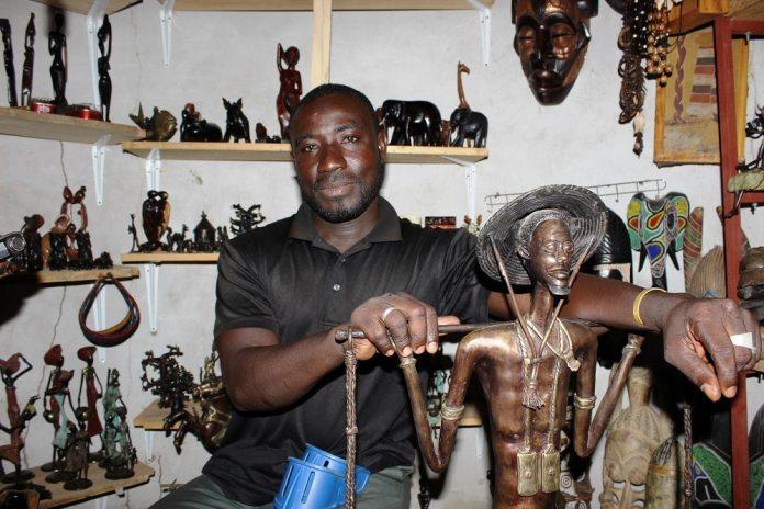 Vente-d-objets-d-arts-à-Sabou