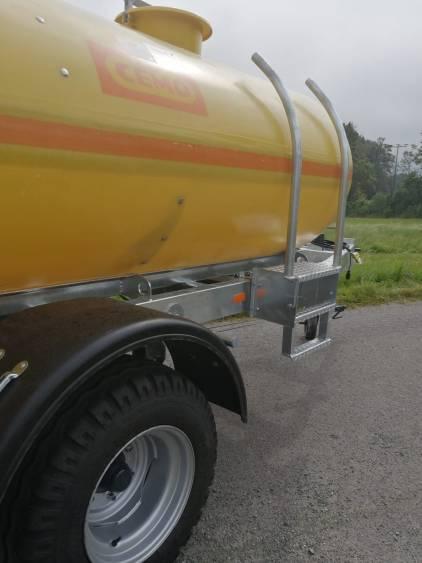 Wasserfass Anhänger 5000 Liter Wasserfass Wagen 5000 Liter für Traktor und LKW