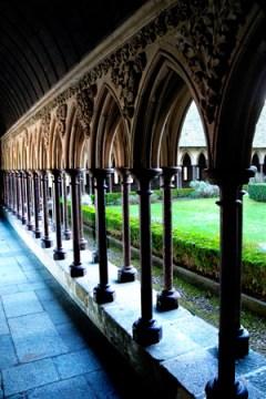 Le Mont Ste. Michel cloister garden