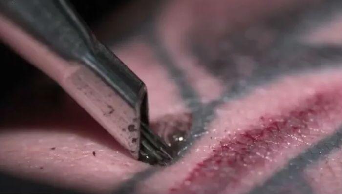 Incrível! Veja, em câmera lenta, como as tatuagens são feitas