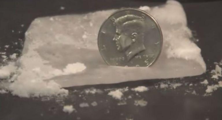 Isso é o que acontece quando colocamos uma moeda no gelo seco