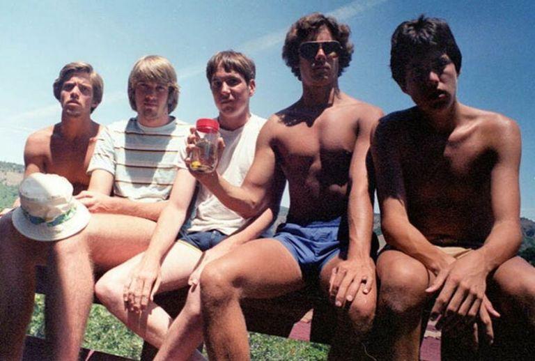 A mesma foto há cada 5 anos: veja o que esses grupo de amigos faz todas as vezes que se encontram
