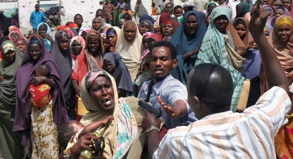 HAMBRUNA EN SOMALIA SE SIGUE COBRANDO VÍCTIMAS