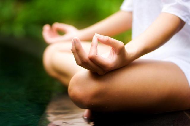 """Por que as pessoas que estão meditando ficam falando """"om""""?"""