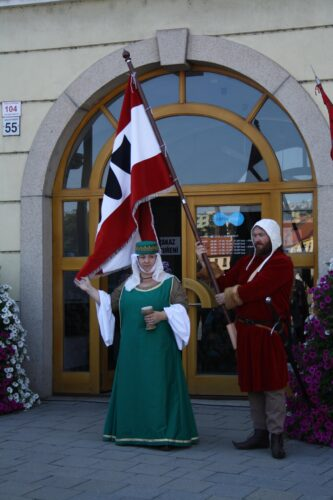 People_in_medieval_costumes_at_UNESCO_celebrations_in_Třebíč,_Czech_Republic