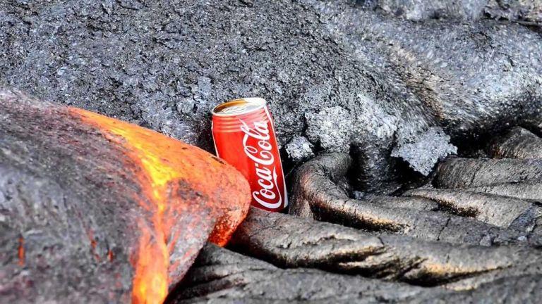 O que acontece se você colocar uma lata de coca na lava vulcânica?