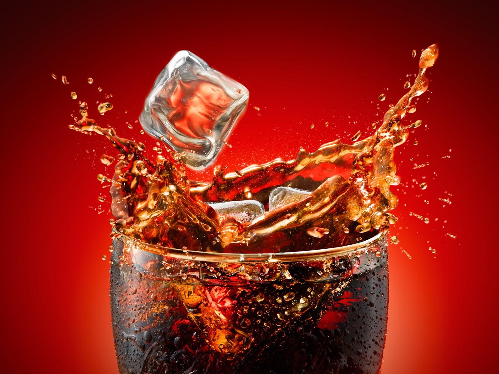 Resultado de imagem para um copo de coca-cola