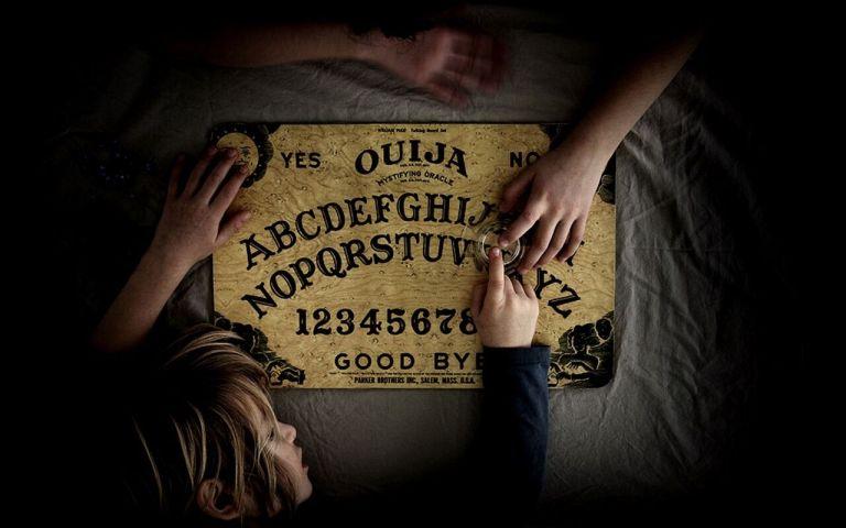 Como funciona o misterioso tabuleiro Ouija?